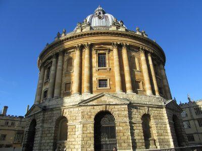 オックスフォード大学の学部の選考基準と留学生比率