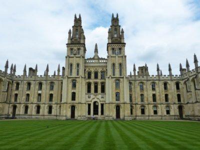 英国のほとんどの大学は秋から対面授業を実施予定
